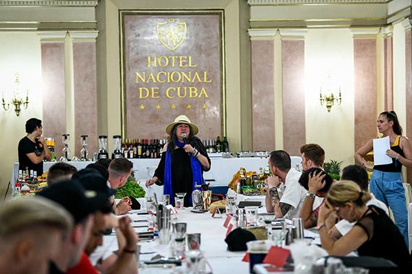 Anistatia Miller et les participants à l'hôtel Nacional