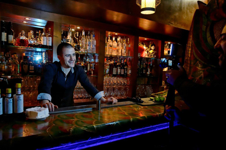 Bertrand Guillou-Valentin, Bar manager du Buddha bar Paris //  Photos Laurent Ardhuin