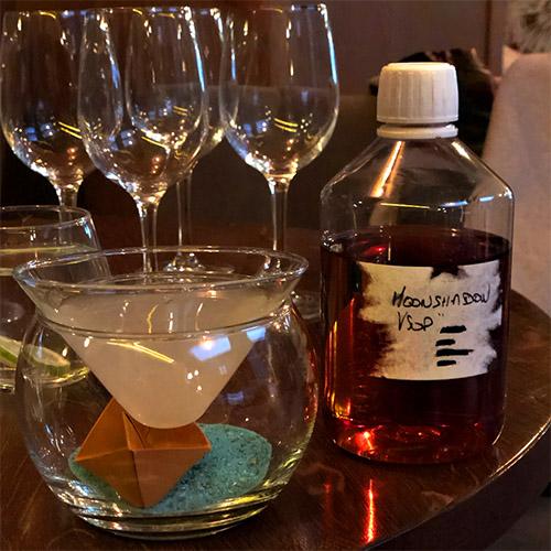 La bouteille contenant le fameux cognac Moonshadow