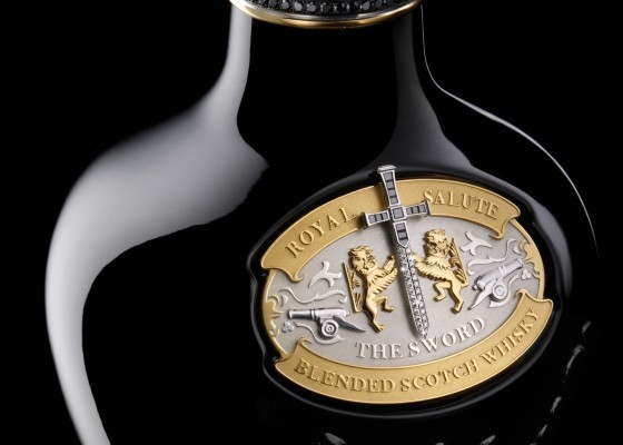 Une bouteille de whisky à 200.000 euros en vente à Paris