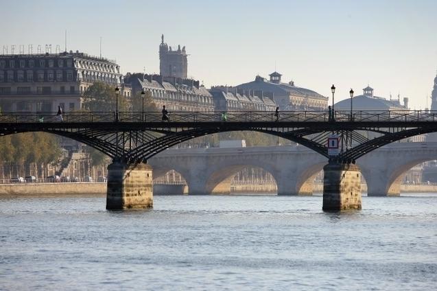 Alcool prohibé sur le Pont des Arts à Paris