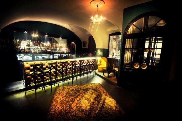 The Monkey Club - Lobby Bar // ©Nico Villion