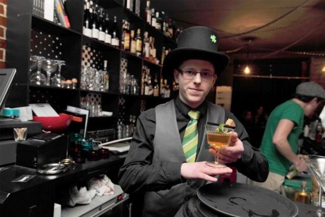 "Josselin Dewulf et son cocktail ""l'3uphémisme"" // DR"