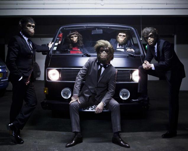 Les Monkey Crashers et leur van // © Flavien Prioreau