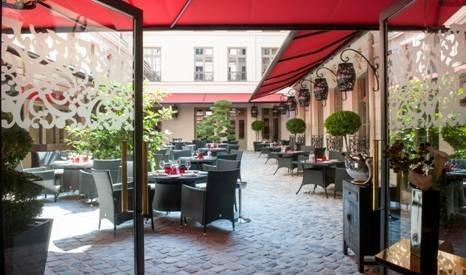 le vraymonde le restaurant du buddha bar hotel paris d voile sa terrasse ph m re. Black Bedroom Furniture Sets. Home Design Ideas