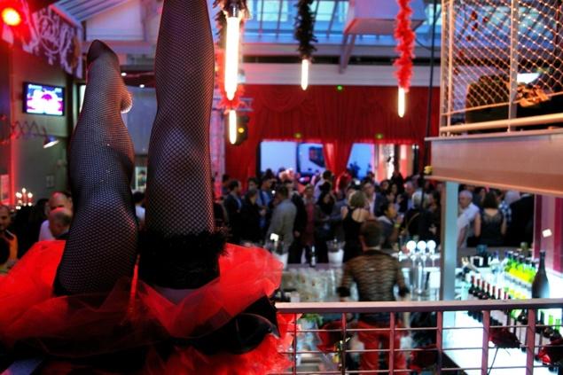 "Esprit ""Moulin Rouge"" pour l'inauguration du Belushi's Gare du Nord // © Caroline Jolivet"