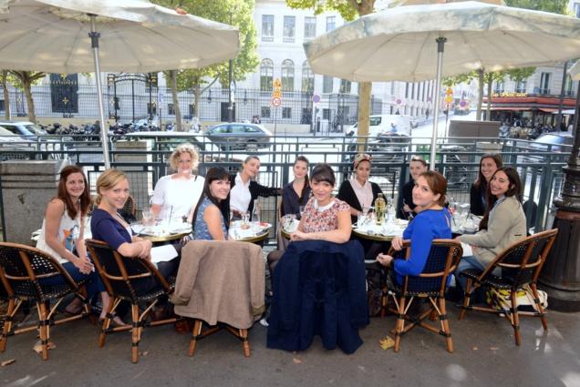 Les Barmaid du club « Les Femmes du Bar », branche française