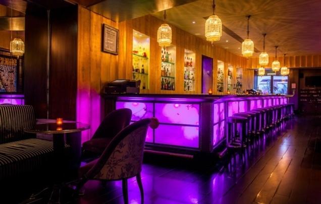 Purple Bar // © Hôtel Du Collectionneur