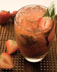 Cocktail Leblon Caipirhina fraise basilic
