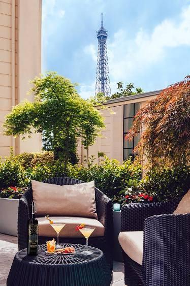 Terrasse d'été du Shangri-La Hotel Paris // © Photo : Agence Photo Skiss