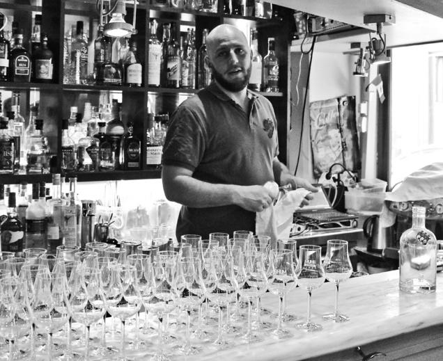 Marc Battais lors de la dégustation des rhums cocktails
