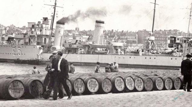 Fûts SAINT JAMES sur le port de Marseille