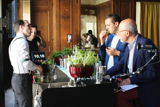 Paul Silvers devant Simone Caporale et Peter Dorelli © Charly Brunet / Infosbar