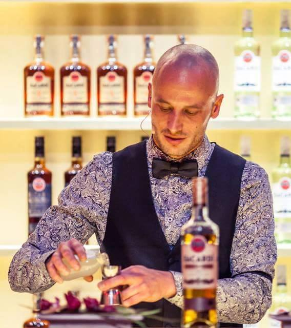Bartenders at work by Infosbar : le CV express de Filoo About