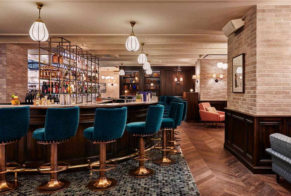le bar de l 39 h tel the hoxton paris. Black Bedroom Furniture Sets. Home Design Ideas