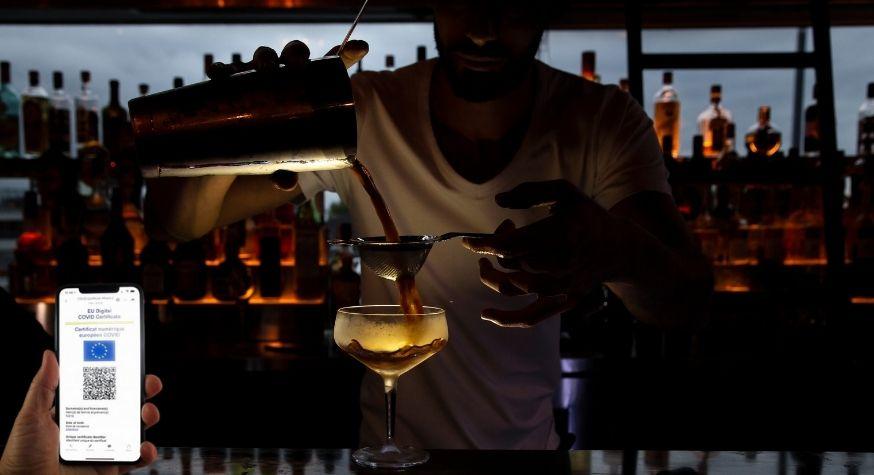 Revue de presse : les bars à cocktails, hôtels et restaurants dans la tourmente du pass sanitaire