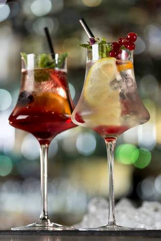 "Cocktail ""Crown Sangria"" // © Page Facebook Park Hyatt Paris-Vendôme"