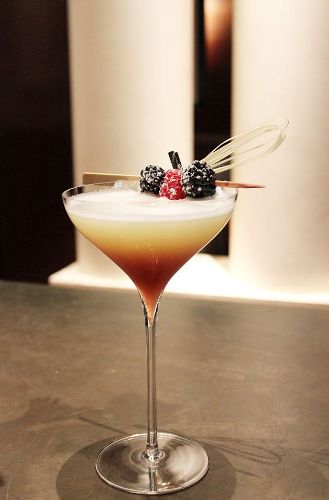 "Cocktail ""Bramble & Queen"" // © Park Hyatt Paris-Vendôme"