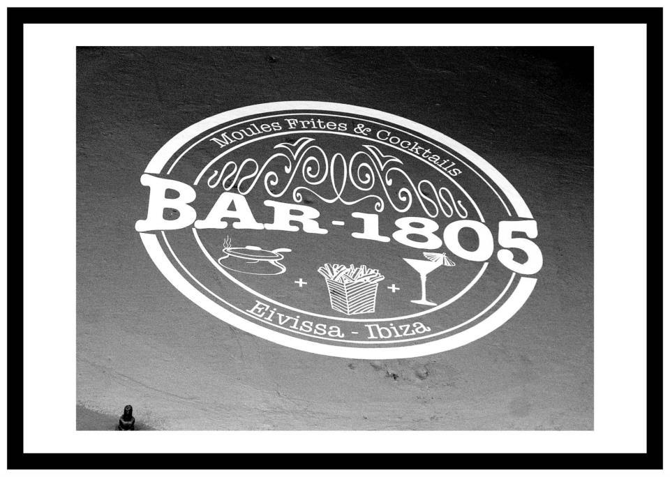Bar éphémère 1805 by Pernod Absinthe à Paris // © Page Facebook Bar 1805
