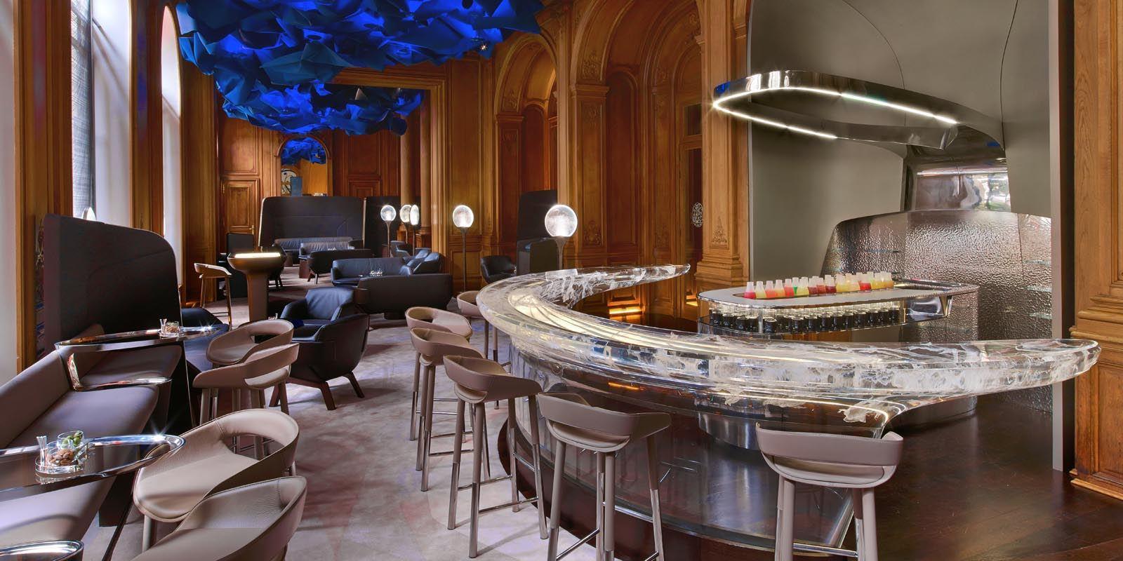 Bar du Plaza Athénée // © Eric Laignel