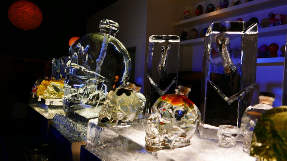 """Statue de glace et Crystal Head aromatisée, concept proposé par """"By Sébastien Dumont / LL Concept"""