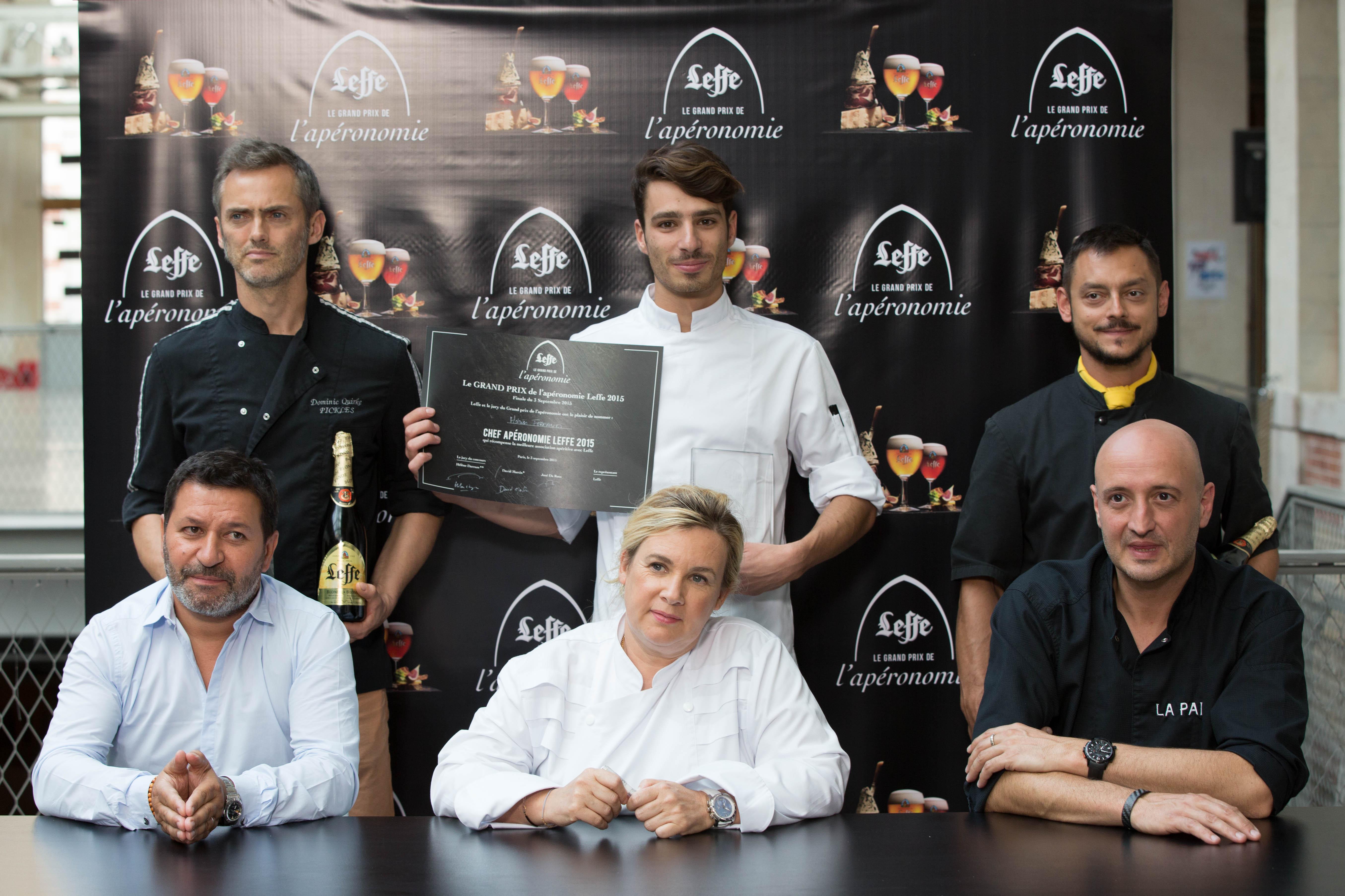 Les finalistes en compagnie du jury