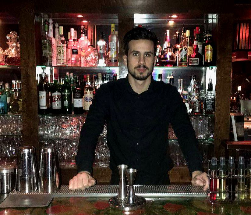 bartenders at work by infosbar   le cv express de cl u00e9ment
