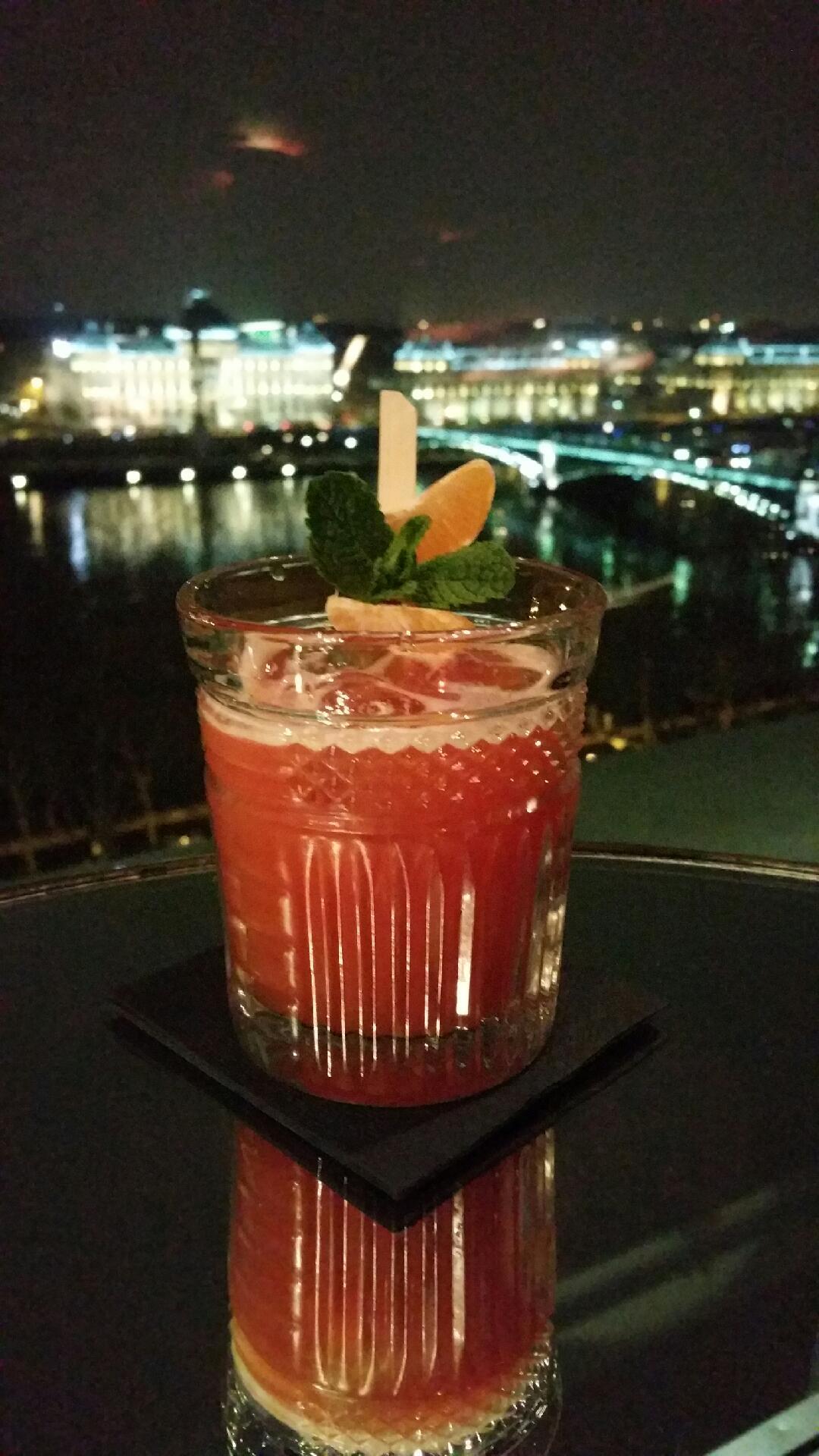Bartenders at work by infosbar le cv express de julien borre for Cocktail 7cl