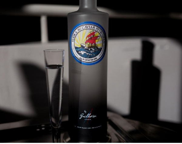 Nouveau : vodka au caviar Petrossian by Guillotine