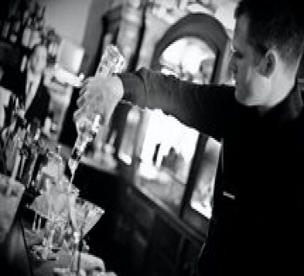 Joseph Biolatto : cocktails session au bar le Forvm (vidéo)