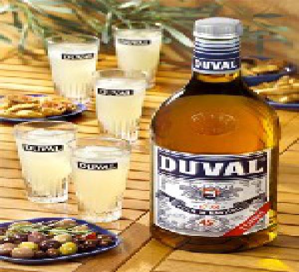Duval voit grand ! Lancement d'un format inédit dans le monde des pastis: la bouteille de 2 litres.