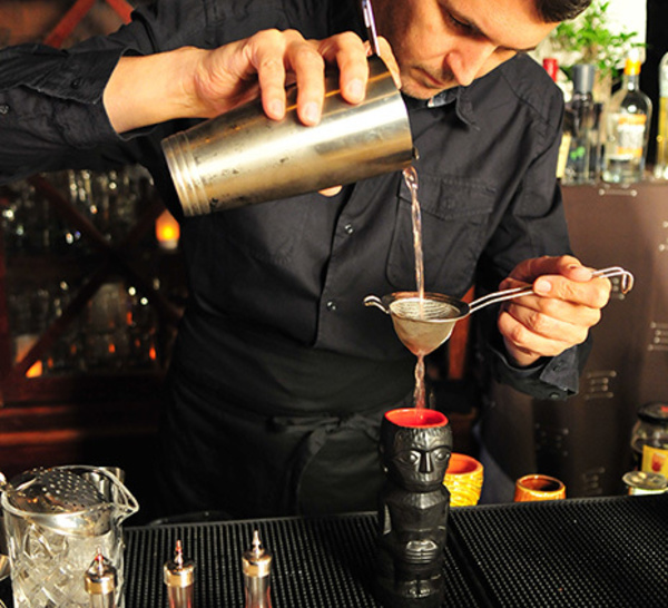 Bartenders at work by Infosbar : le CV express de Guillaume Ferroni