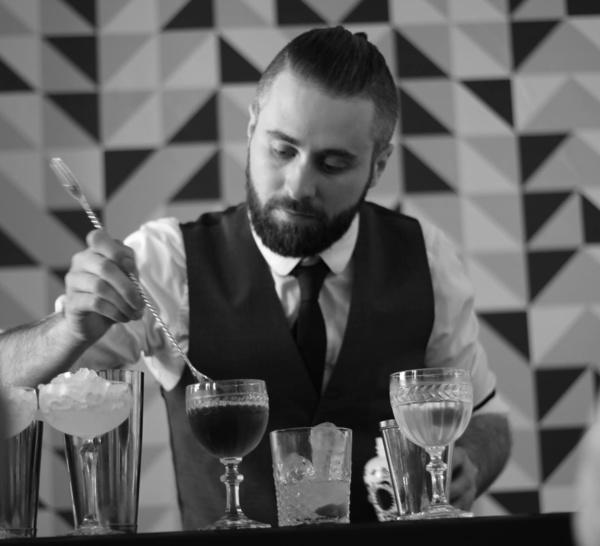 Bartenders at work by Infosbar : le CV express de Hubert Leurent