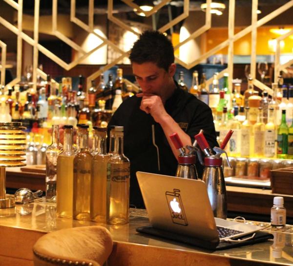 Bartenders at work by Infosbar : le CV express de Kevin Ligot