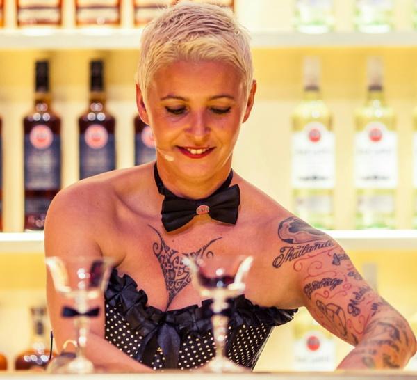 Bartenders at work by Infosbar : le CV express de Cathy Mutis