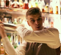 Bartenders at work by Infosbar : Le CV Express de Louness Ducos