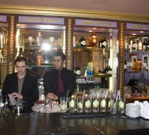 Gin Hendricks,  partenaire de la murder party de l'Hôtel