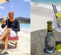 Johann Bouard et ses Stan Smith personnalisées by Margot Del Coco sur la plage de l'Eden Rock St Barths