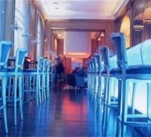 """Le Bar du Plaza Athénée et ses """"Blue Hours"""""""