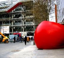 Martini s'associe au RedBall Project de Kurt Perschke pour ses 150 ans
