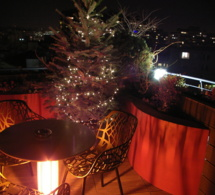 La terrasse panoramique du 114 up on the roof en mode fêtes de Noël