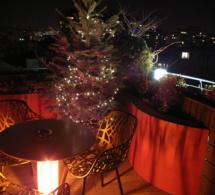 La terrasse panoramique du 114 up on the roof en mode fêtes de Noël