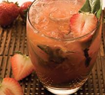 Recette cocktail Leblon Caipirhina fraise basilic