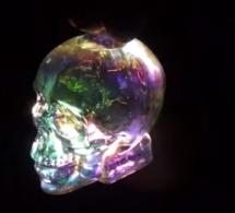 Les premières images de la vodka Crystal Head Aurora
