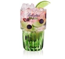 """Recette cocktail """"La CaïpiBrasil açaï/myrtilles"""""""
